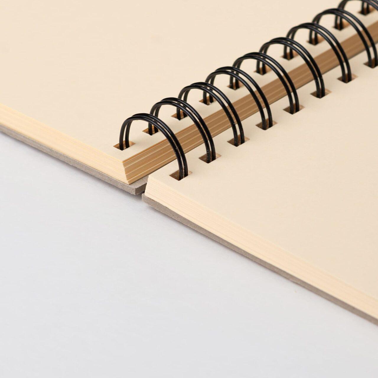 Скетчбук Falafel для графики с кремовой бумагой A4, 160 г/м², 62л