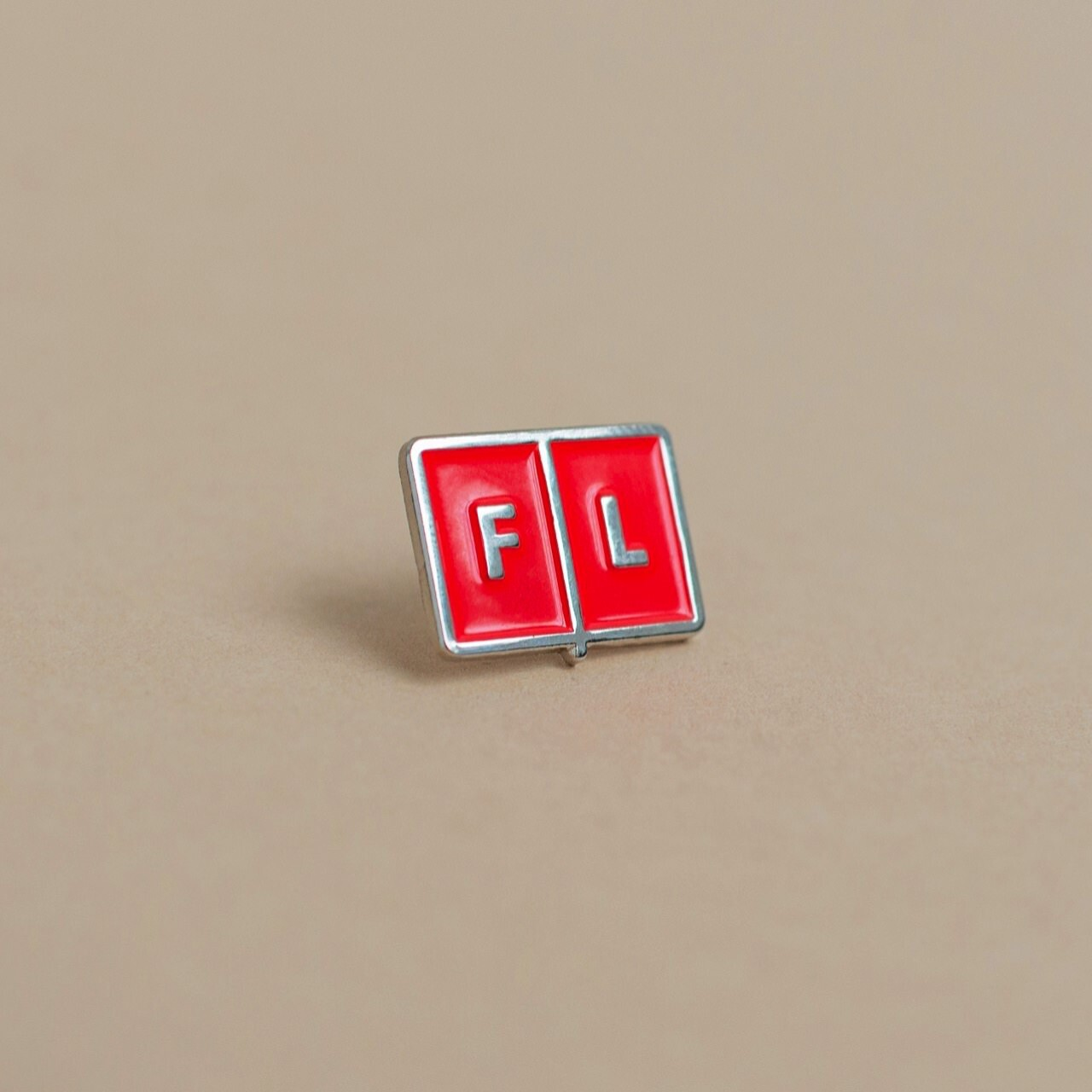 Значок Falafel Pin Red